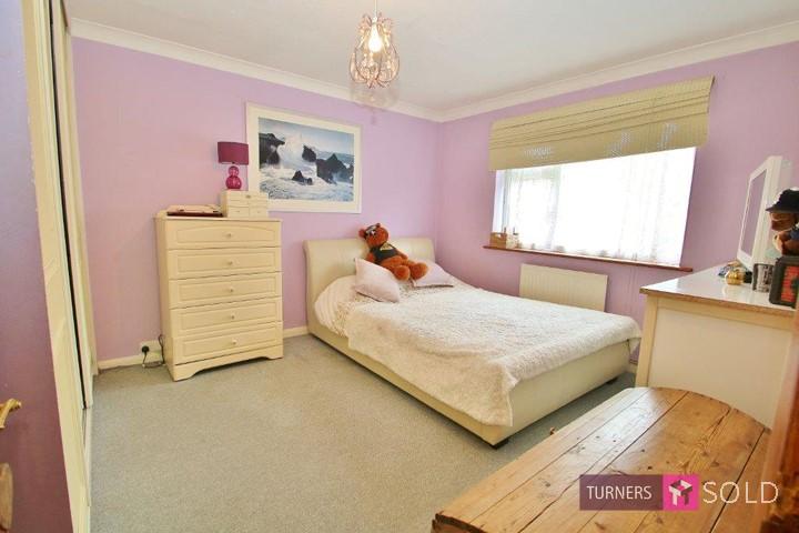 Main bedroom, flat for sale, St James Avenue, Sutton. Turners Estate Agents